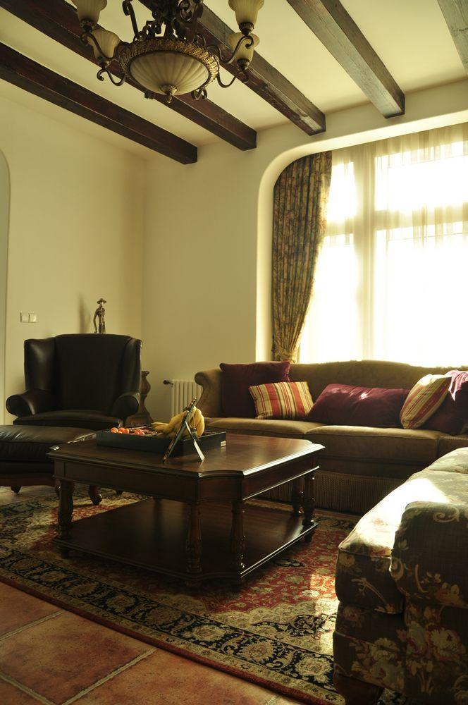 美式 别墅 客厅图片来自用户1907686233在29万打造330平米美式乡村别墅52的分享