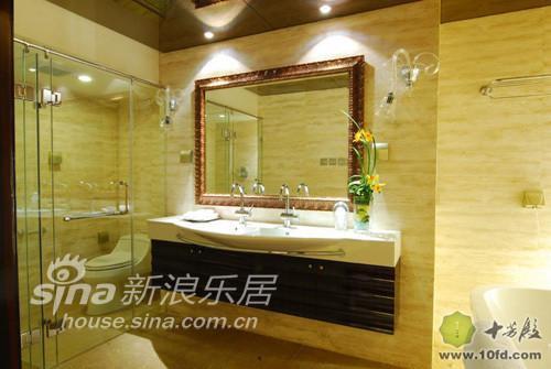 卫生间的墙面使用的埃及米黄的石材铺装