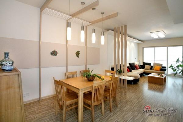 浅色木纹的修饰让空间有着和谐之美