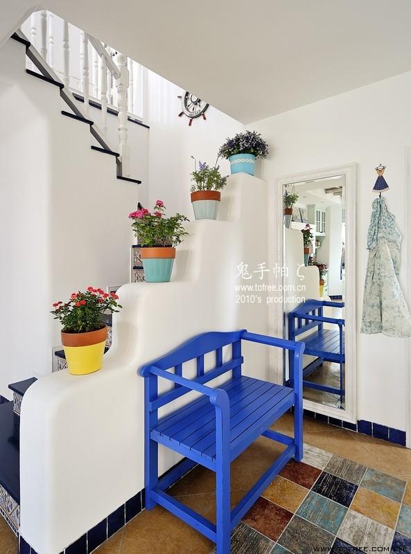 地中海风格的楼梯很温馨_装修美图-新浪装修家居网