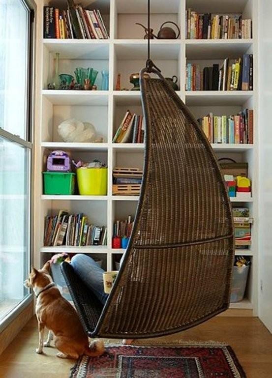 总有那么一点时间,不想被打扰,想一个人窝在一个角落,这角落被满满的书围绕,因为书中能找到知己也找到自己。