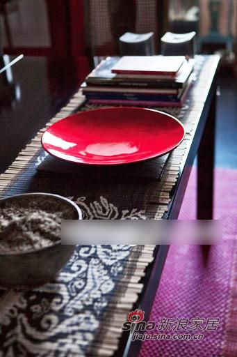 其他 三居 客厅图片来自用户2558746857在深灰与红--厚重浓郁的东方风格93的分享