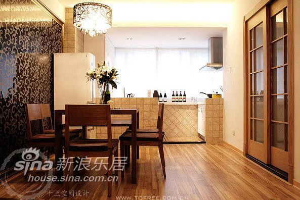 欧式 二居 客厅图片来自用户2772873991在复杂又神秘 沉稳大气的92平米奢华美屋81的分享