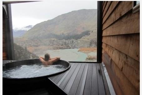 一边泡澡 一边观赏风景~