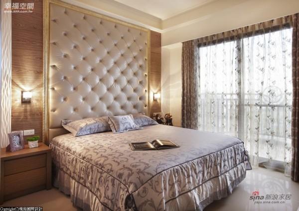 主卧房-绷布、画框、木皮与雕刻板四材质
