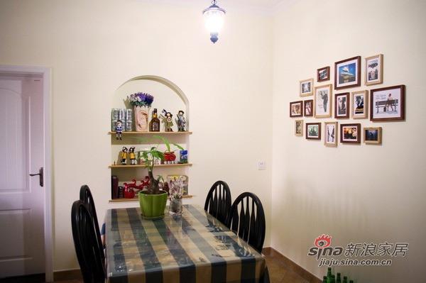 餐厅的墙面装饰很丰富