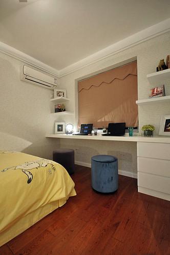 小房间弄成宝宝房的样子了,其实接下来的日子更多的是给我俩做书房吧~