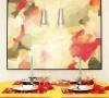精致的杯盘碗盏和精心的用色让这个可以饕餮的空间有着致命的吸引力,其中色彩的张力功不可没