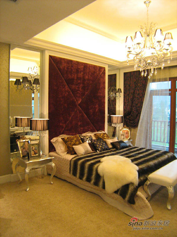 欧式 复式 客厅图片来自用户2746889121在380平欧式豪宅80的分享
