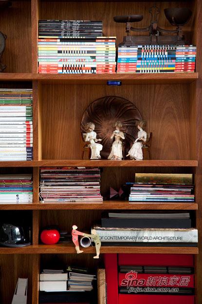 书架的摆设,会让整个空间不显浮夸