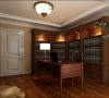 把一间卧室分割成书房和一个小型衣帽间。最大化增加房屋的储物功能,