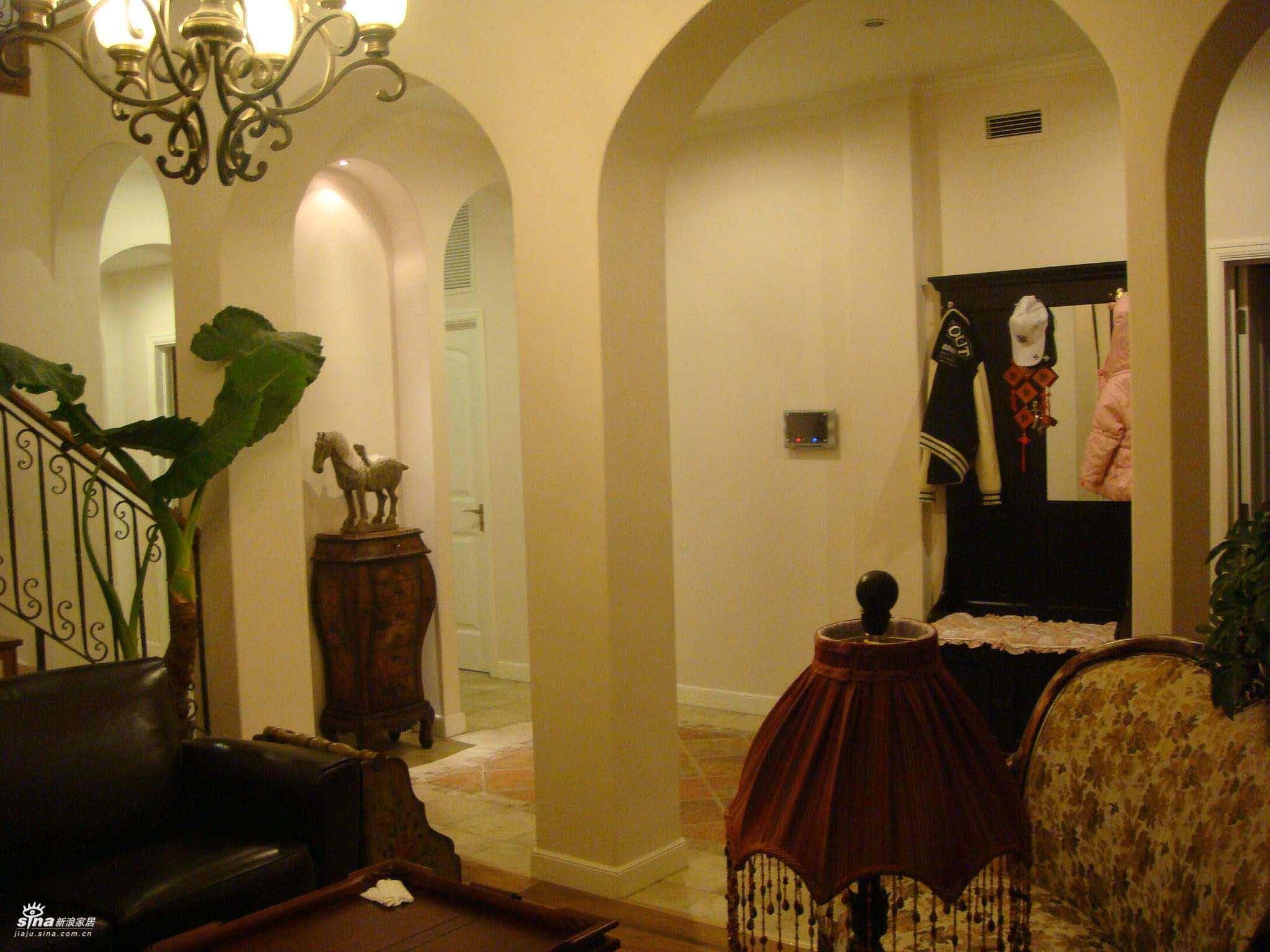 欧式 三居 客厅图片来自用户2745758987在轻舟总设计部30的分享