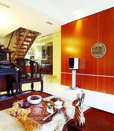 欧式 跃层 客厅图片来自用户2557013183在暖暖气息最给力22的分享