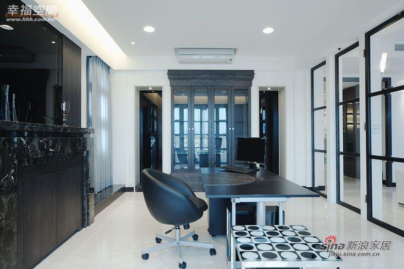 简约 三居 客厅图片来自幸福空间在231平黑白利落时尚大3居爱家83的分享