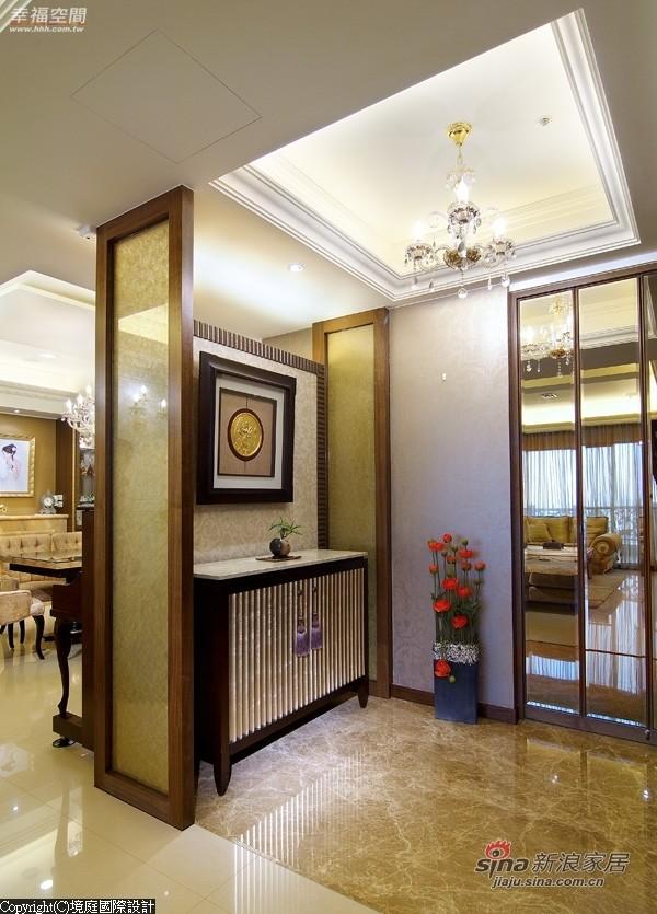 木作框架搭配金丝玻璃设计成对称式端景