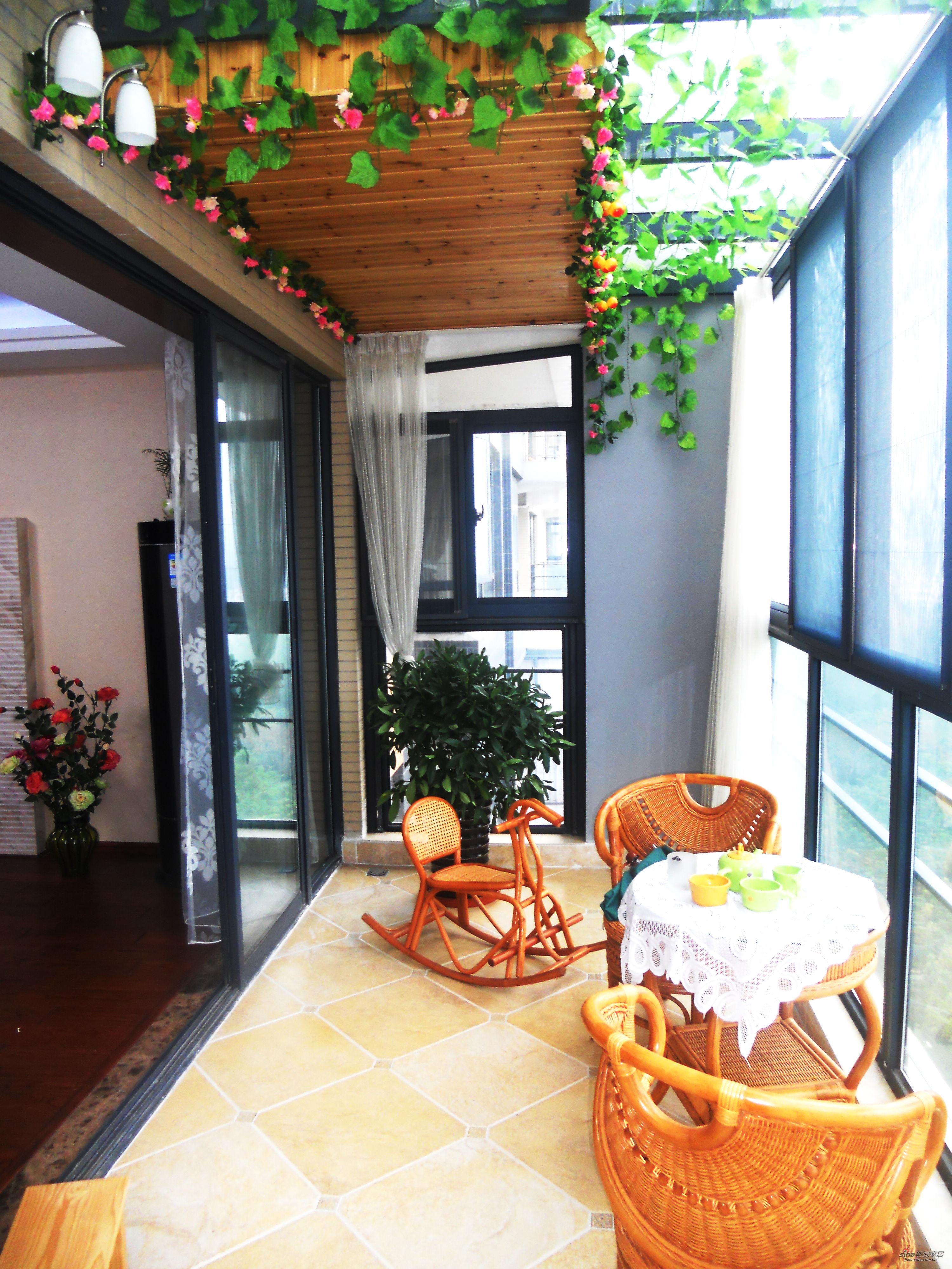 混搭 三居 阳台图片来自用户1907689327在经典生活-150平米完美设计63的分享