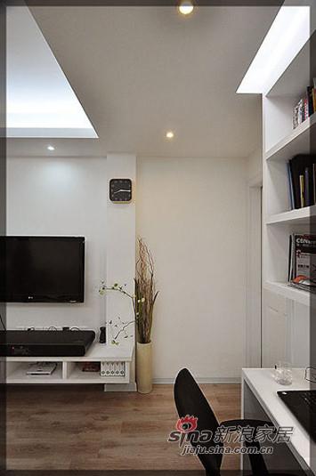 客厅和书架,挂钟。