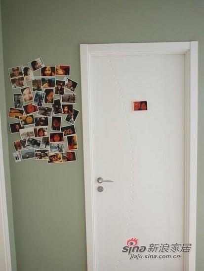 卧室外的照片墙
