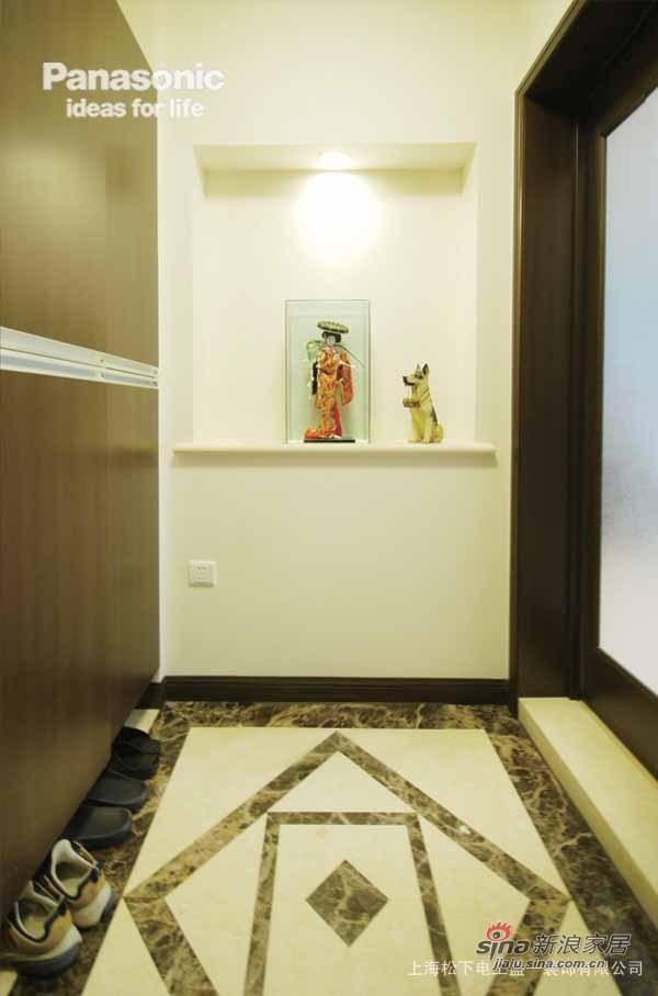 入门的玄关设计得很日式