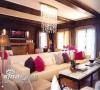好莱坞迷宫式的风格。香槟泡沫点缀的水晶树枝形装饰灯,Bergamo发光超大沙发