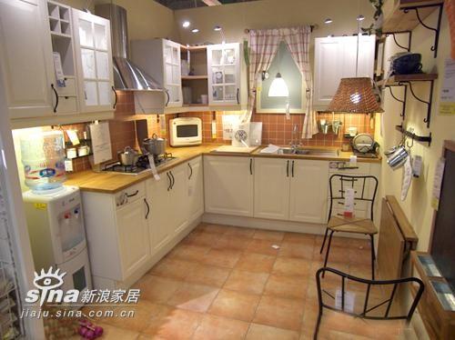 此布置方案,适合面积较大的厨房