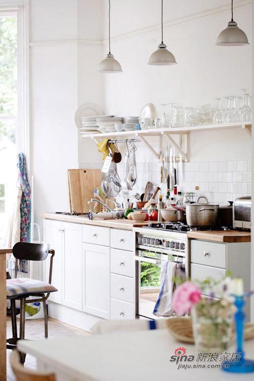 简约 别墅 厨房图片来自用户2737735823在12万打造超美百平花园别墅69的分享