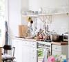 有一个单独的集成所有家电的厨房,餐饮空间