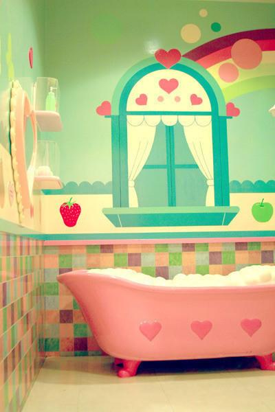 好向往有一间这样粉的卡通浴室