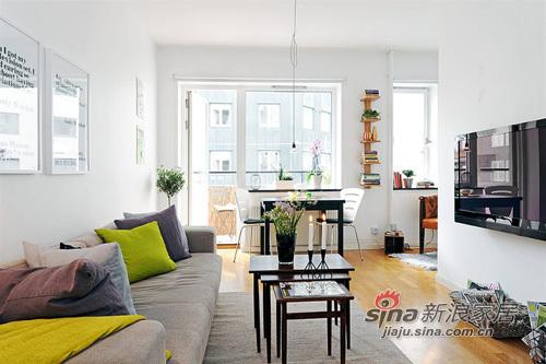 简约 一居 客厅图片来自用户2737759857在白领女4万巧装49平1居一体式单身公寓70的分享