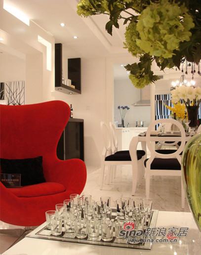 客厅 一抹红