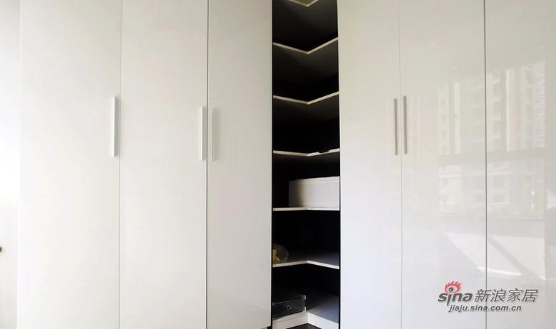 现代 二居 卧室图片来自装修微日记在【高清】10万打造83平黑白现代两居74的分享