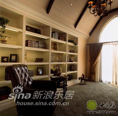 书房是位于别墅边缘的房间