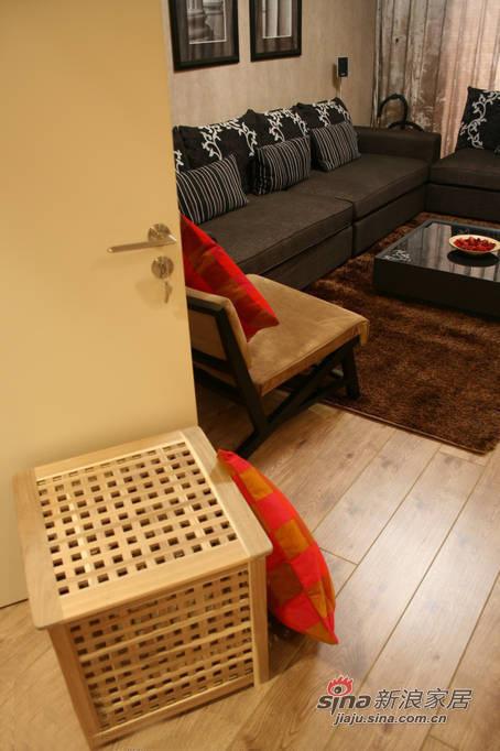 简约 三居 客厅图片来自佰辰生活装饰在106平现代简约温馨三口之家28的分享