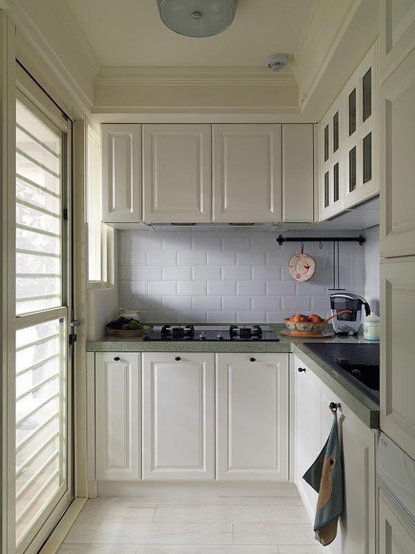 这里是厨房空间,正对着的是燃气料理台。