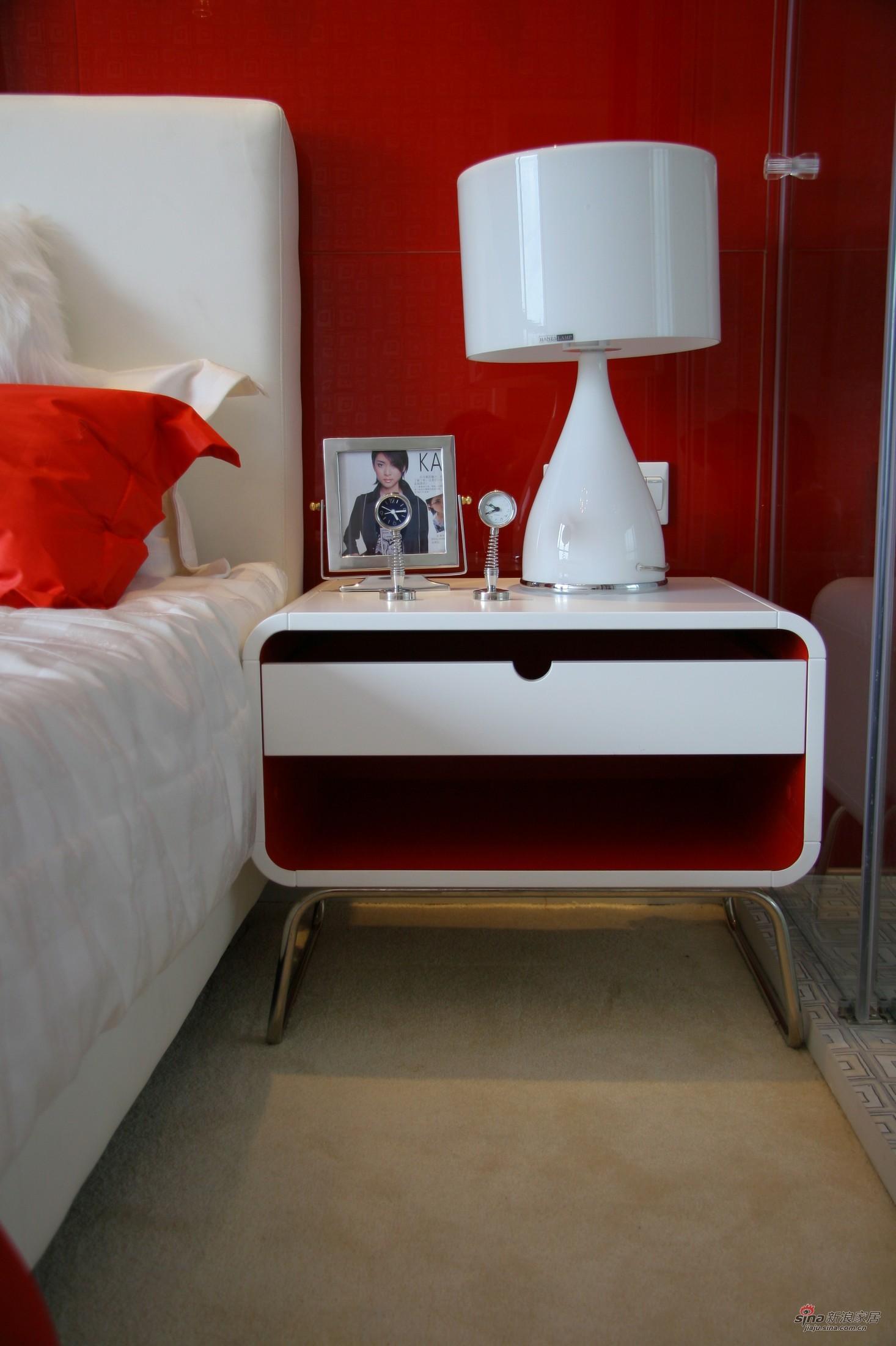 简约 三居 卧室图片来自用户2737786973在【高清】三口之家7.3万110平时尚摩登3居80的分享