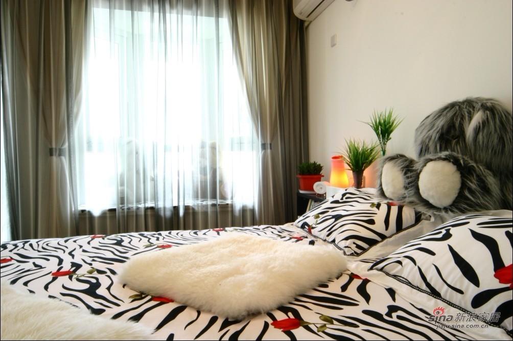 简约 复式 卧室图片来自用户2738845145在11万打造170平米复式简约温馨爱家实景93的分享