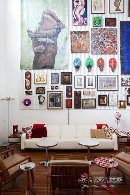 墙上贴上手绘的贴画,增加家庭温馨度