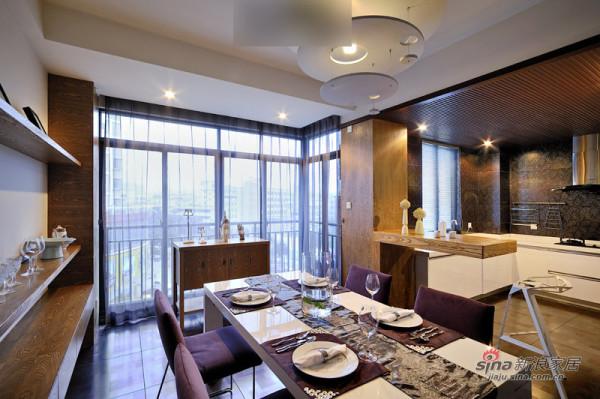 餐厅和厨房采用开放吧台悬挑式设计式布局。