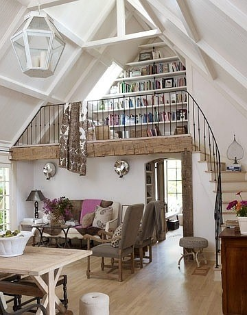"""""""好棒!坐在阁楼的地板上,窗下看书"""""""