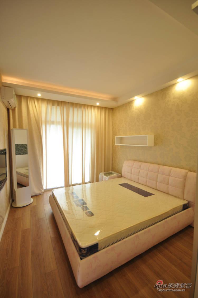 简约 三居 卧室图片来自用户2737786973在152㎡现代简约公寓83的分享