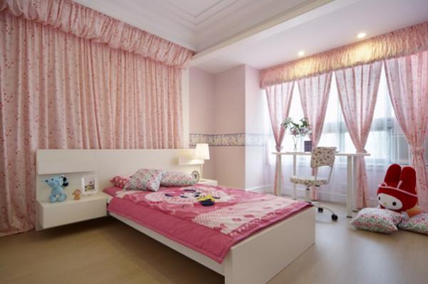 公主房,床头的位置用布帘替代壁纸或者墙面漆,这样效果更棒,粉粉的~