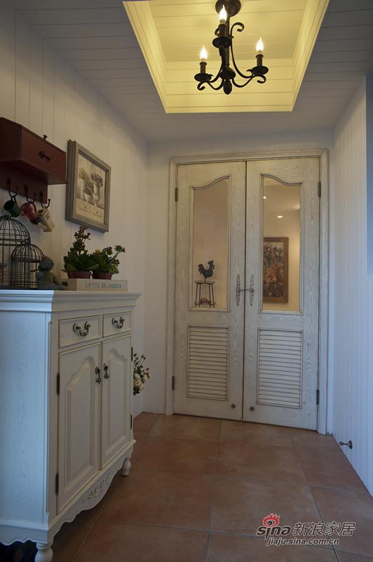 白色栅木板墙面,精致的美式家私