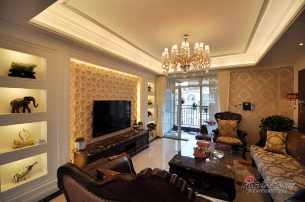 本案空间采用简洁、硬朗的直线条,电视墙塑