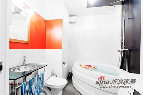 混搭 三居 卫生间图片来自用户1907689327在撞色主义4.5万装90平时尚公寓56的分享