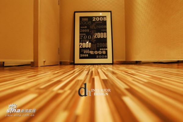 主卧室地板