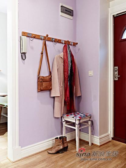 衣架,小凳子,玄关最好不要放置很多物品