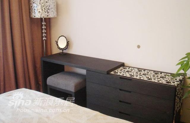 简约 二居 卧室图片来自用户2739081033在用心打造精致两居93的分享