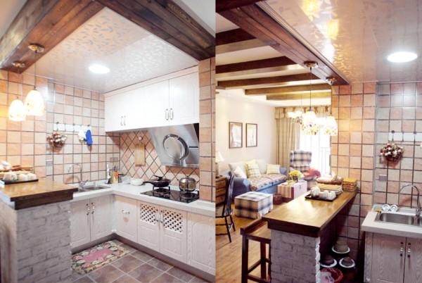 厨房与吧台搭配得地方很清新靓丽。