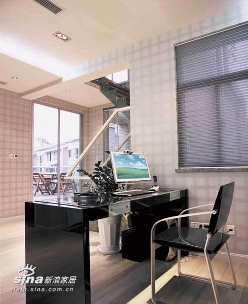 欧式 别墅 书房图片来自用户2772873991在业之峰装饰润泽庄园别墅65的分享