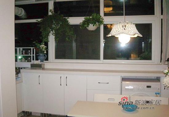 这就是我家的阳台,阳台下打了一排厨柜。